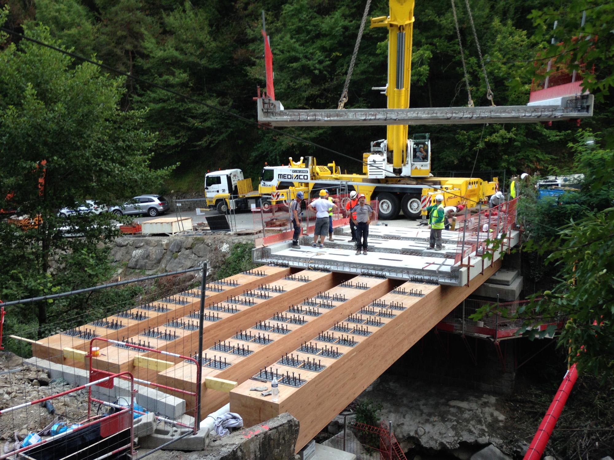 LANTOSQUE Pont sur le Riou-4